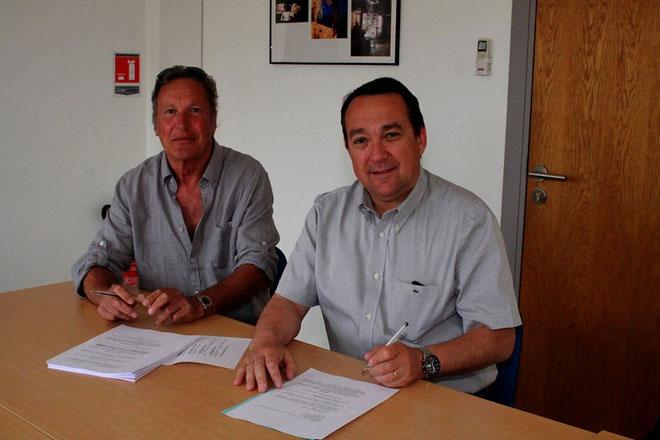 L'acte de vente a été signé par M. Harley, copropriétaire du terrain et Gilles Brun, président de la communauté de communes du bassin de vie de Calvi (Photo Jean-Paul Lottier)