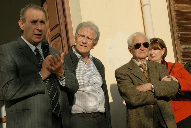 Jean Paolini (au centre) entouré de Ange-Pierre Vivoni, président des maires de Haute-Corse, Eugène Ceccaldi, maire de Lumio et de son épouse Aline Kauffmann-Paolini
