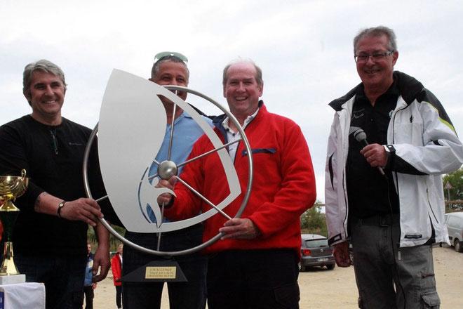 Le trophée de la ville de Calvi remis à Dave Thomas