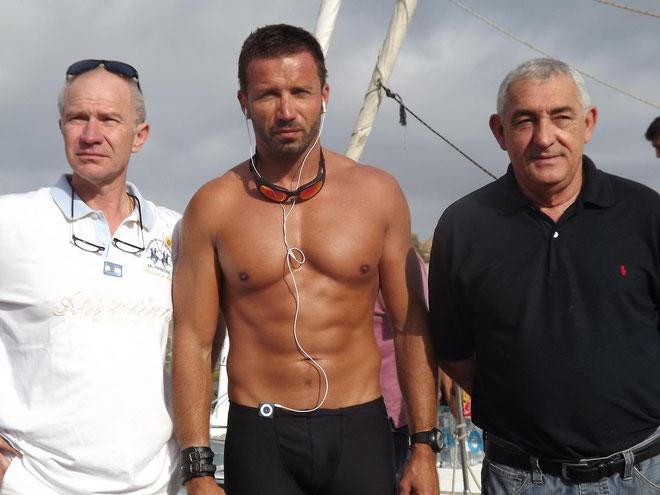 Une photo-ouvenir pour Denis Cardonne, en présence de Jean-Jo Allegrini Simonetti et Antoine Luciani, maire et adjoint au sport de L'Ile-Rousse. (Photos FD)