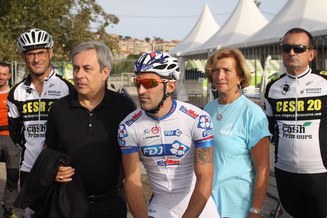 Geoffrey Soupe entouré d'Ange Santini et Françoise Sévéon