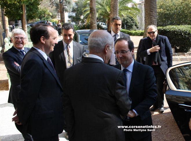 Pierre-René Lemas (souriant à l'extrême gauche) lors du déplacement de François Hollande à Ajaccio: Un proche  du nouveau président de la République