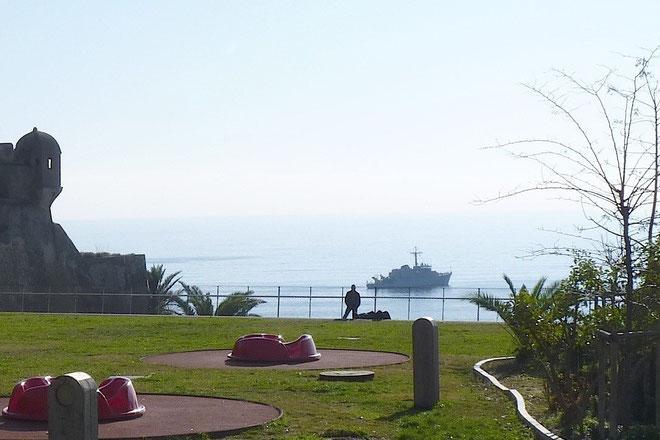 Le chasseur de mines Lyre au large de la citadelle de Bastia