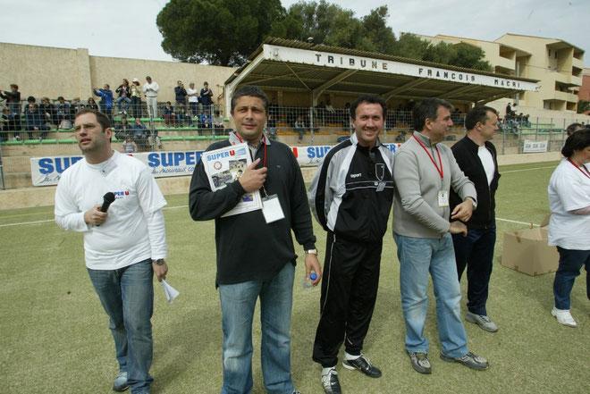 Gilbert Angelotti, souriant au centre, avec ses amis du FC Calvi