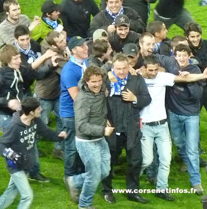 Le seul écart de Fédéric Hantz juste après le match : partager la joie des supporters