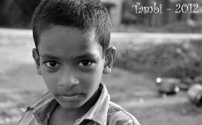 La puissance d'un regard - Le petit Jeeva - Thambi Illam 2012