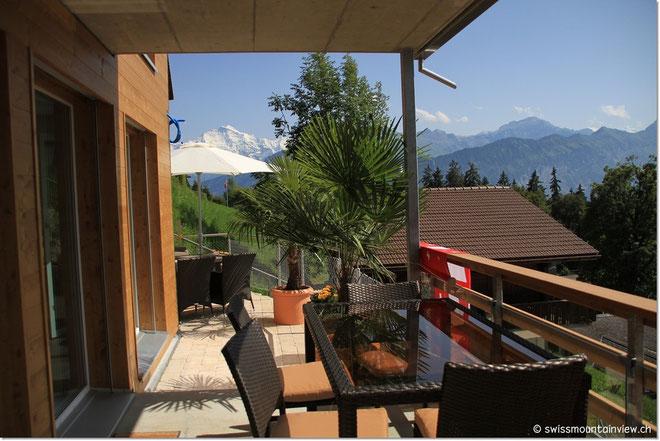 Nachmittags ist dann auch der Balkon besonnt, und das bis zum Sonnenuntergang.