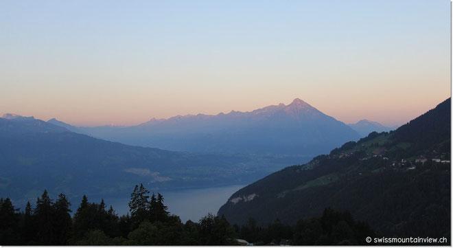 Morgenstimmung über dem Thunersee - da fällt das Aufwachen leicht :)