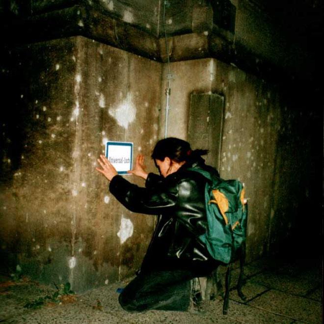 universal-loch, aluminium blech prägedruck für berlin, 1998, copyright chantal labinski, berlin