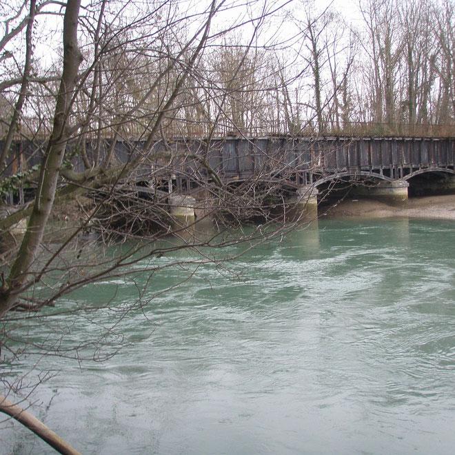 La Seine sous le pont canal de la Haute Seine à Barberey Saint Sulpice (Aube en Champagne))