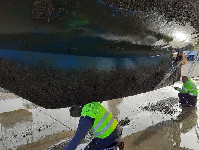 Nur ein zaghafter Versuch, das U-Schiff manuell zu reinigen