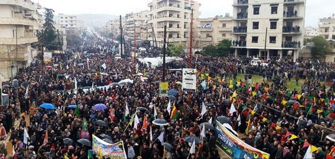 Afrîns beboere på gaden imod den tyrkiske invasion