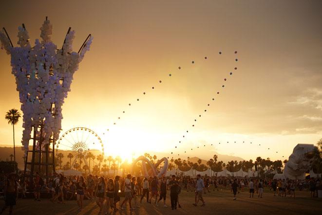 Hermosa postal de atardecer mientras se celebra Coachella