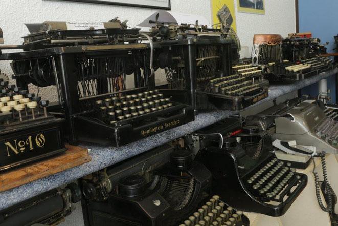 Le musée de la mécanographie de Bourg-en-Bresse - espace de présentation - machines à écrire