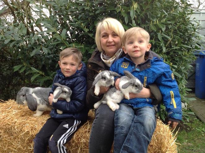 Auch meine Frau Andrea und meine Kinder Nils und Niklas sind vom Kaninchenvirus infiziert!