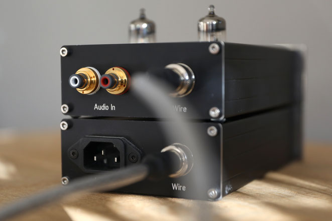 EGA Evergreen Audio High End Röhren Kopfhörerverstäreker Amp und Netzteil Front Schwarz