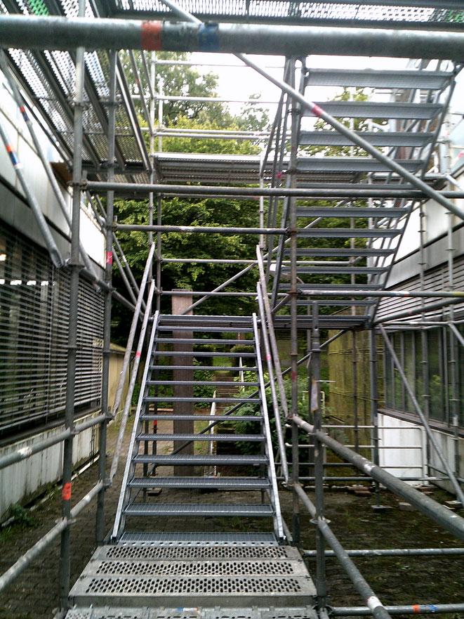 Universität Bielefeld, Fluchttreppenturm, Laufbreite 1,25 m.