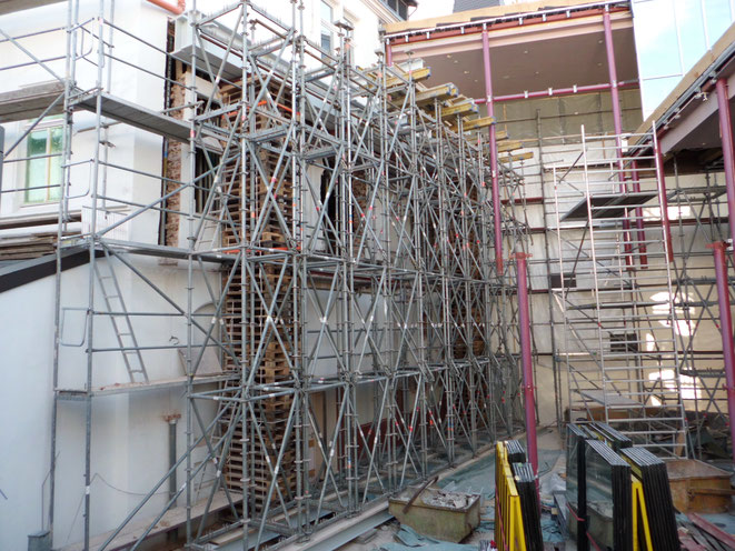 Traggerüst zum Herstellen einer Betonauskragung
