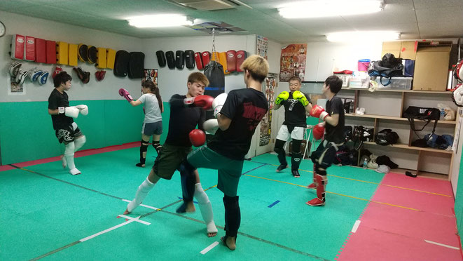 奈良県でキックボクシングするならteamYAMATO大和高田本部で。丁寧に教えます。