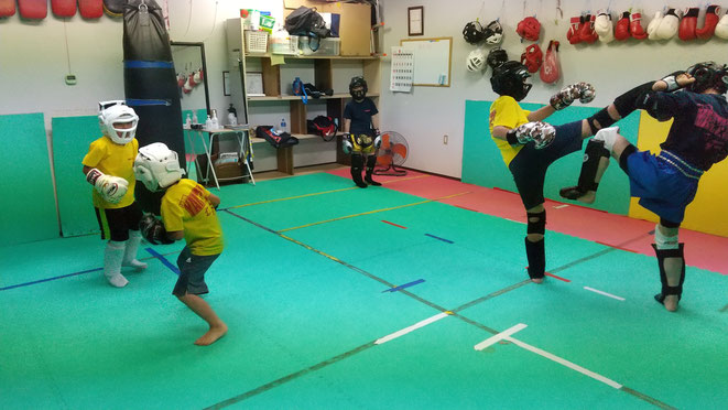 奈良県のキックボクシングteamYAMATO大和高田本部。カラテ経験者多数。