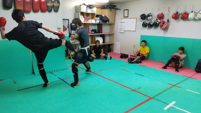 teamYAMATO大和高田本部でのキックボクシングの練習。空手、ボクシング、柔道からの転籍歓迎。