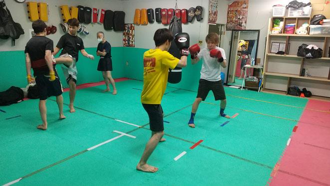 teamYAMATO大和高田本部の一般練習。空手出身者、柔道経験者、他の格闘技からも参戦。