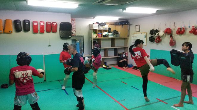 奈良県でキックボクシングをするならK-1アマチュア公認ジムのteamYAMATO。空手、カラテ経験者体験練習来てください。