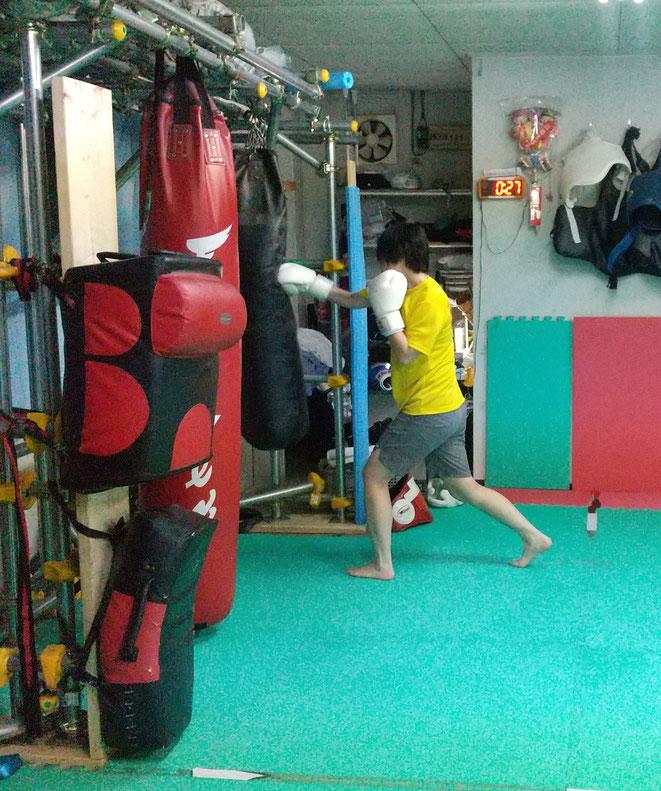 ダイエット、健康、運動、スポーツ、体力、キックボクシングは最適です。女性会員募集中