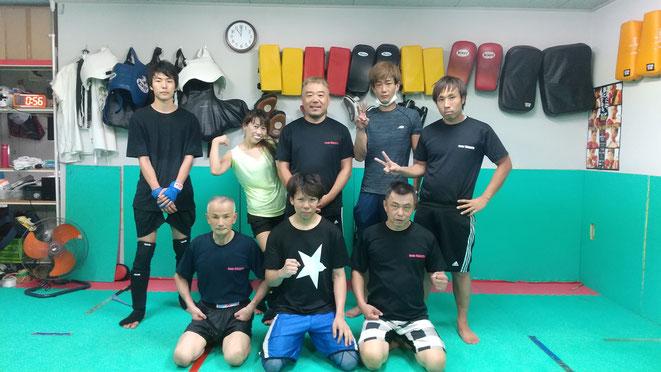 女性、中学生もキックボクシングを楽しんで練習しています。御所市からも近いです。