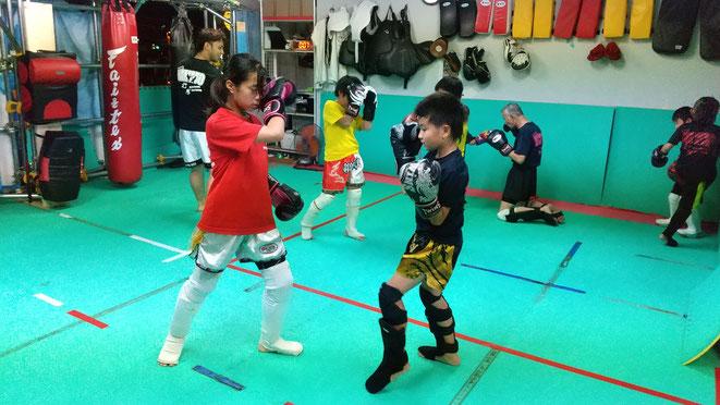 ダイエット、健康、体力作りにキックボクシングをお勧めします。