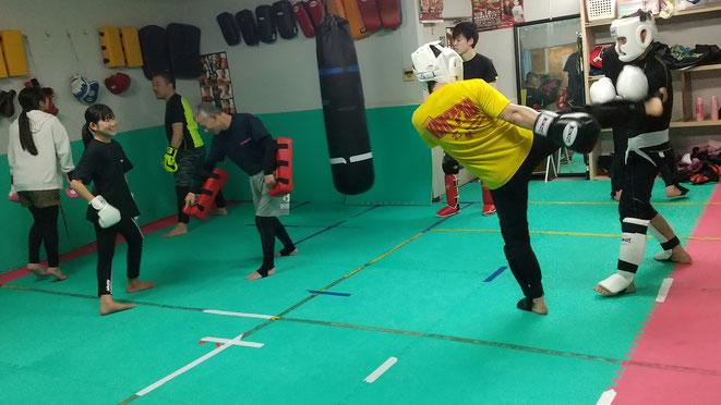奈良県大和高田市のキックボクシングteamYAMATO大和高田本部は格闘技を楽しんでます。