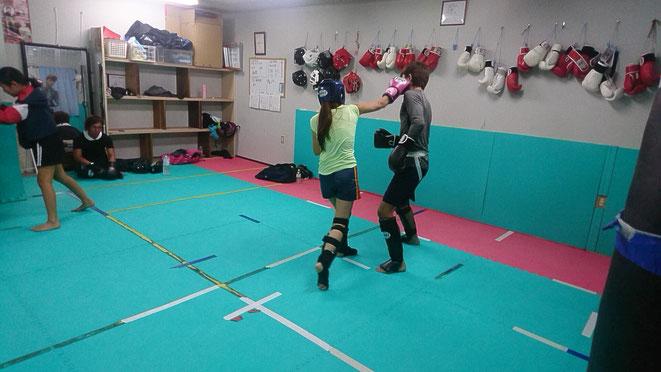 BFCの試合に向けてteamYAMATO大和高田本部の女性選手がスパーリング。
