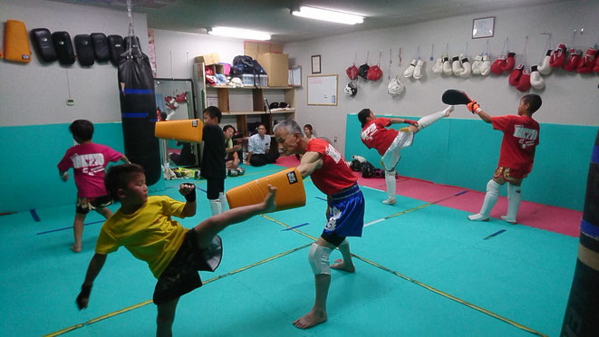 競技空手、フルコン空手、野球、ソフトボール経験者もキックボクシングしています。
