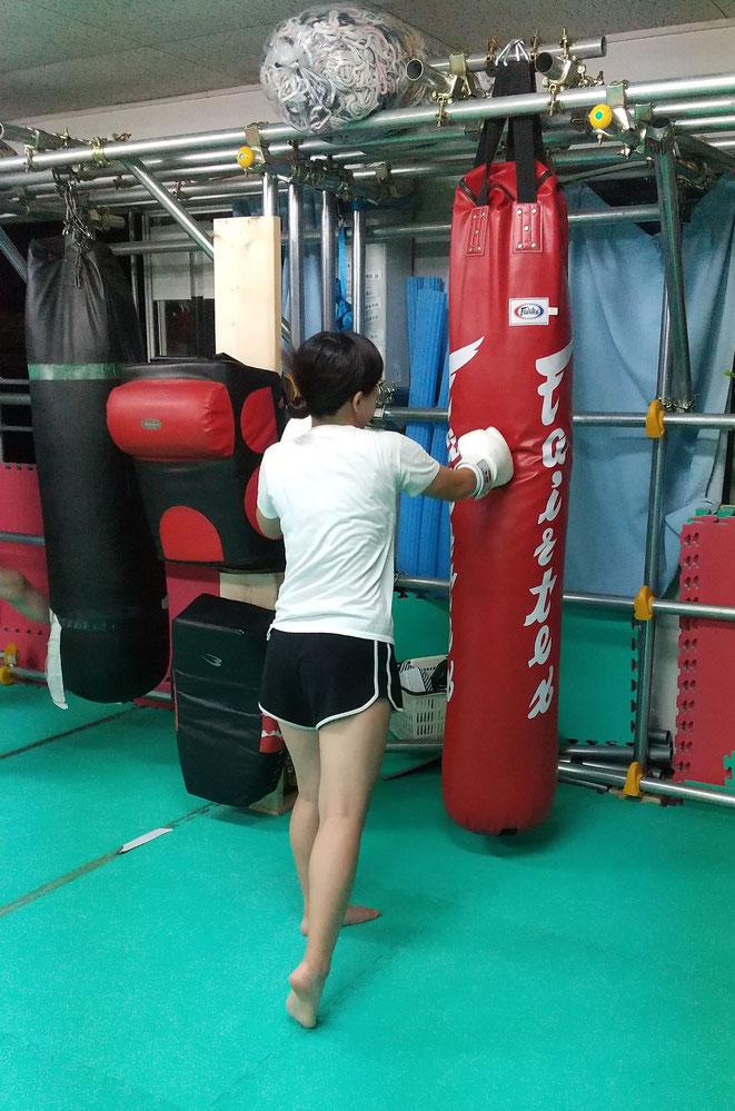 女性のダイエットと健康にキックボクシングをお勧めします。空手経験者優遇。