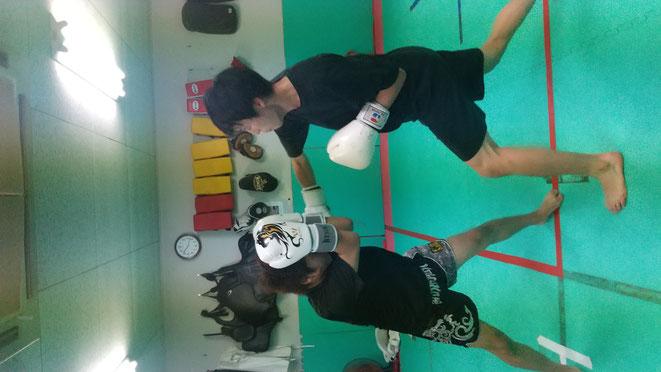 奈良県大和高田市でキックボクシングの練習しているteamYAMATO大和高田本部。