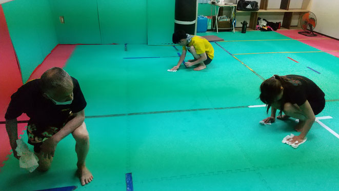 グローブ空手、キックボクシングの後は、皆で掃除。teamYAMATO大和高田本部は掃除も練習。