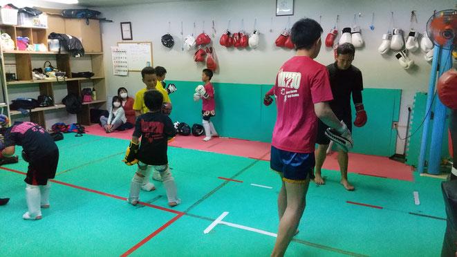 teamYAMATO大和高田本部では、キックボクシング、グローブ空手の練習をしてます。