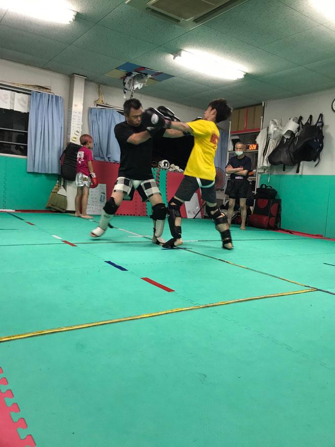 楽しくキックボクシング練習しています。ボクシング、拳法出身者来てください。