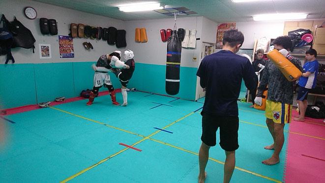 teamYAMATでミドルキックの練習。