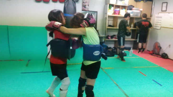 キックボクシングの首相撲。空手にはない技です。teamYAMATO大和高田本部で習えます。
