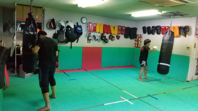 体力向上、精神力向上にキックボクシングの練習は最適です。