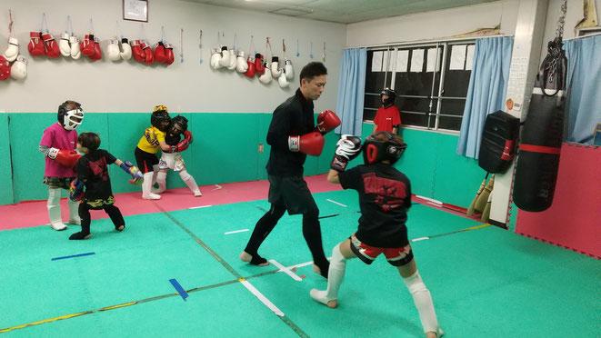 奈良県で格闘技するならキックボクシングteamYAMATO大和高田本部。丁寧な指導です。