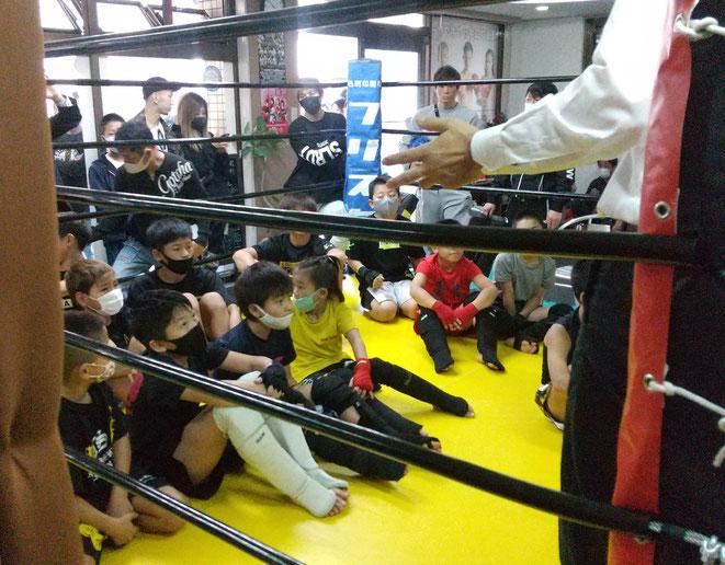 キックボクシングの試合でのルール説明。ルールは守りましょう。