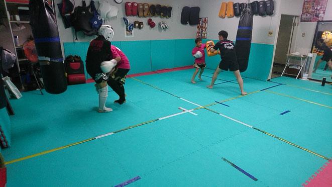 奈良県のキックボクシングteamYAMATO大和高田本部の中学生の練習。