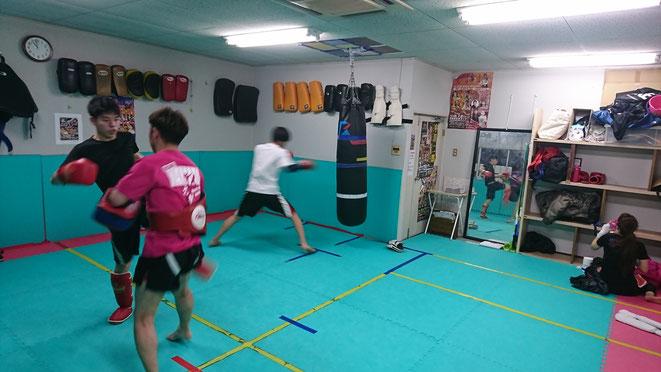 格闘技ならキックボクシングを始めよう。