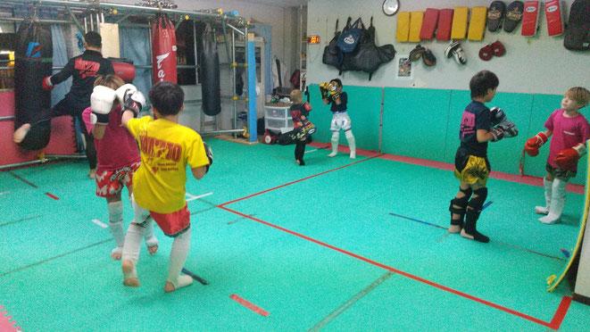 teamYAMATO大和高田本部の練習風景です。小学生のクラブ活動かな?一緒に練習しましょう。