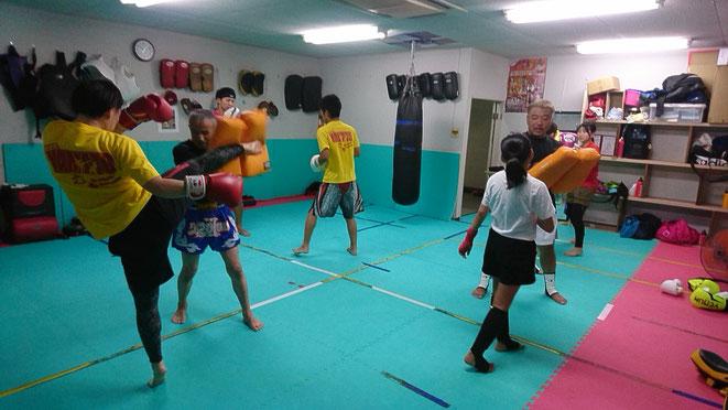格闘技の中でもキックボクシングは強く美しくなれます。