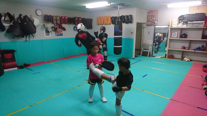 奈良県大和高田市のキックボクシングジム。健康のためにキックボクシングしましょう。