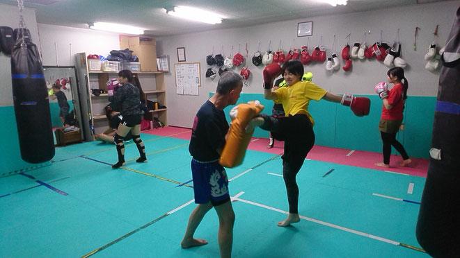 teamYAMATO大和高田本部のダイエットクラス。キックボクシングの試合に出れるレベルです。
