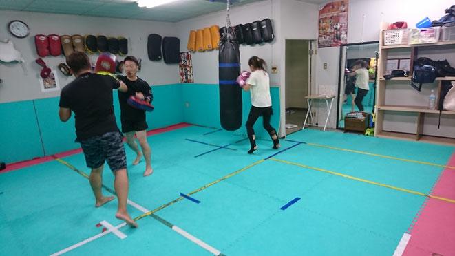 キックボクシングの試合に向けて練習。teamYAMATO大和高田本部は真剣にキックボクシングします。